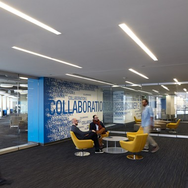 The UMKC Student Success Center, an academic space with the feel of a professional workplace (Gould Evans, photographer Mike Sinclair)